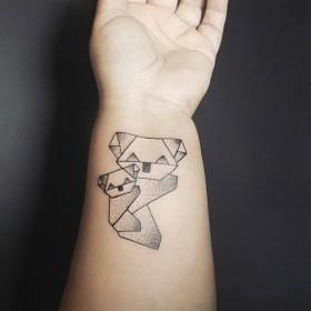 Татуировки оригами  на запястье