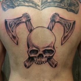 Татуировки топора на спине