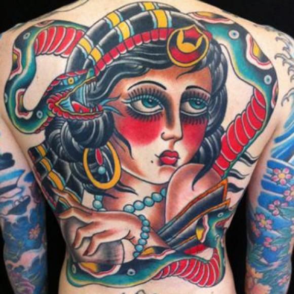 Татуировки в стиле олд скул на спине