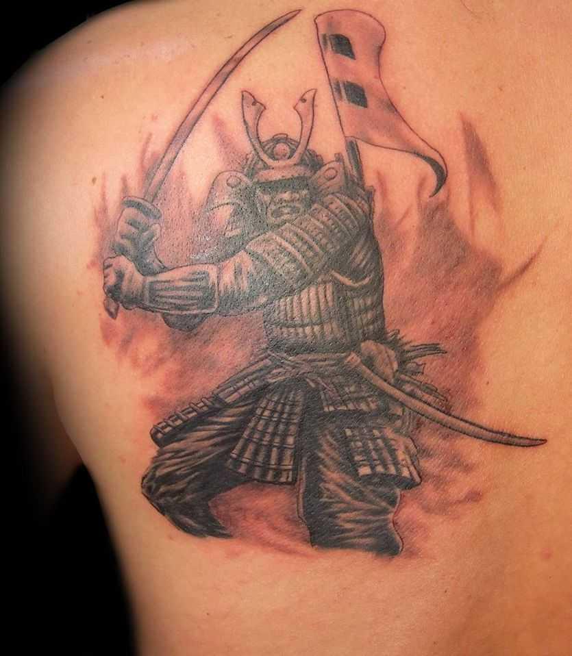 tatu_na_lopatke_parnja_samuraj.jpg