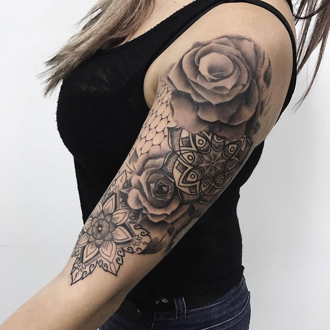 фото и значение тату розы на плече наиболее употребимых