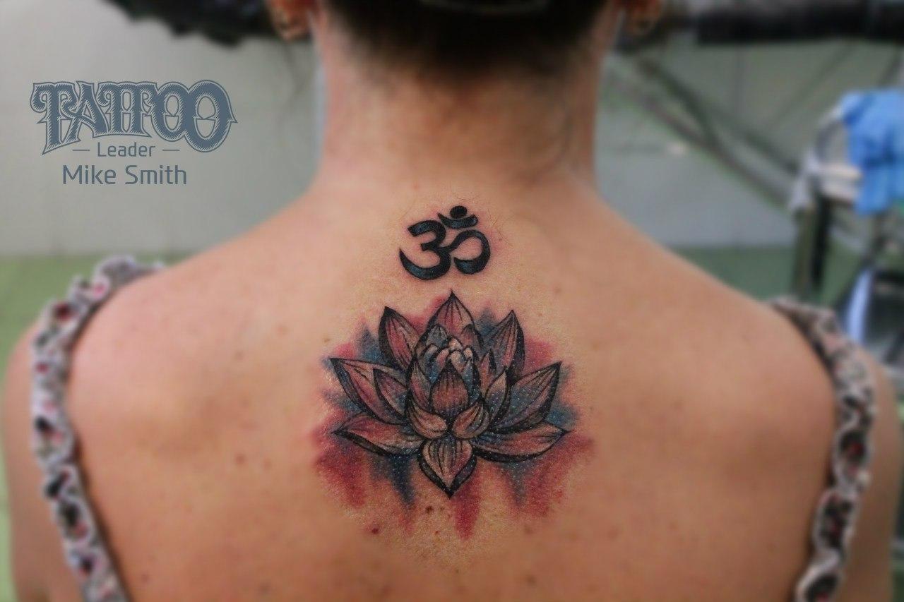 Fantastico татуировка лотос на шее